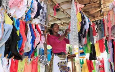 Eksporten av brukte klær til Afrika er viktig for fattigdomsbekjempelsen